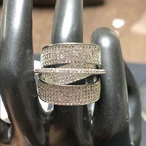 Jewelry - Stunning zirconia ring